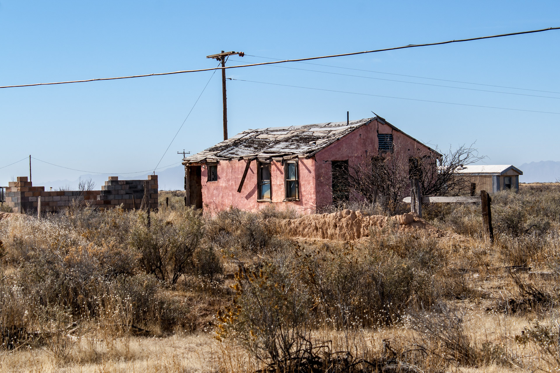 Alamagardo, New Mexico - A Pink Desert House (side mid)