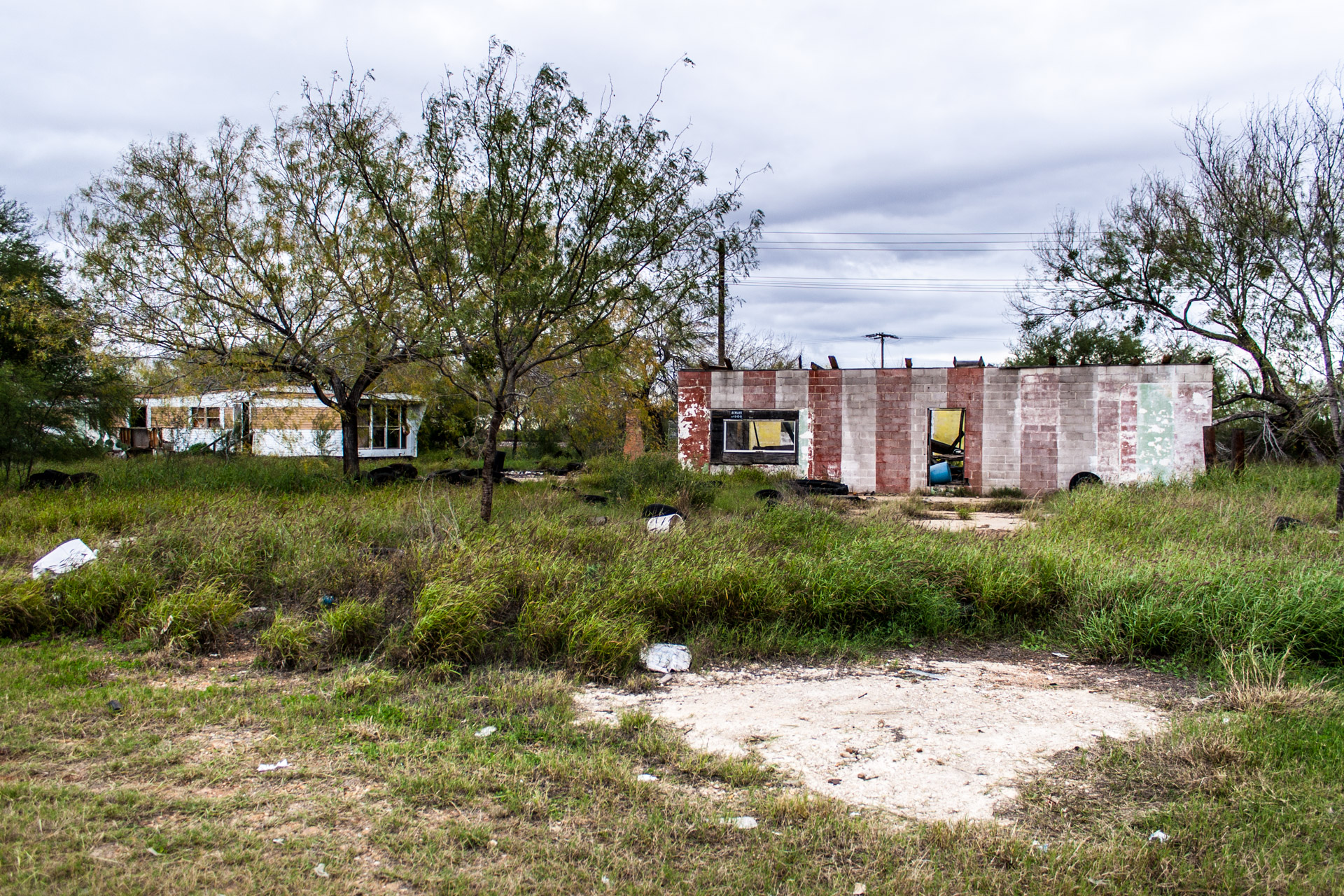 Pearsall, Texas - A Ruin, A Trailer, And Some Tires