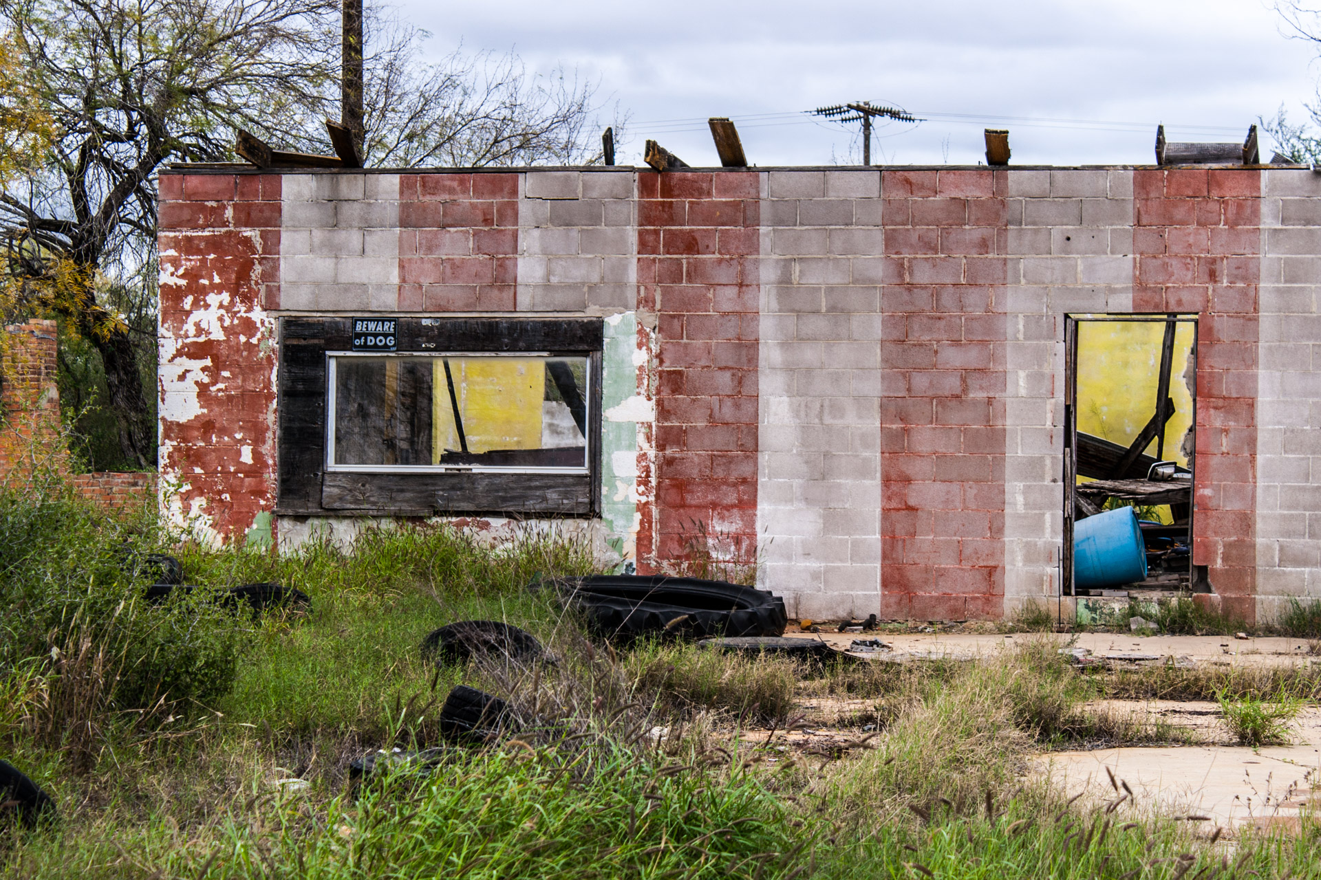 Pearsall, Texas - A Ruin, A Trailer, And Some Tires (ruin left)