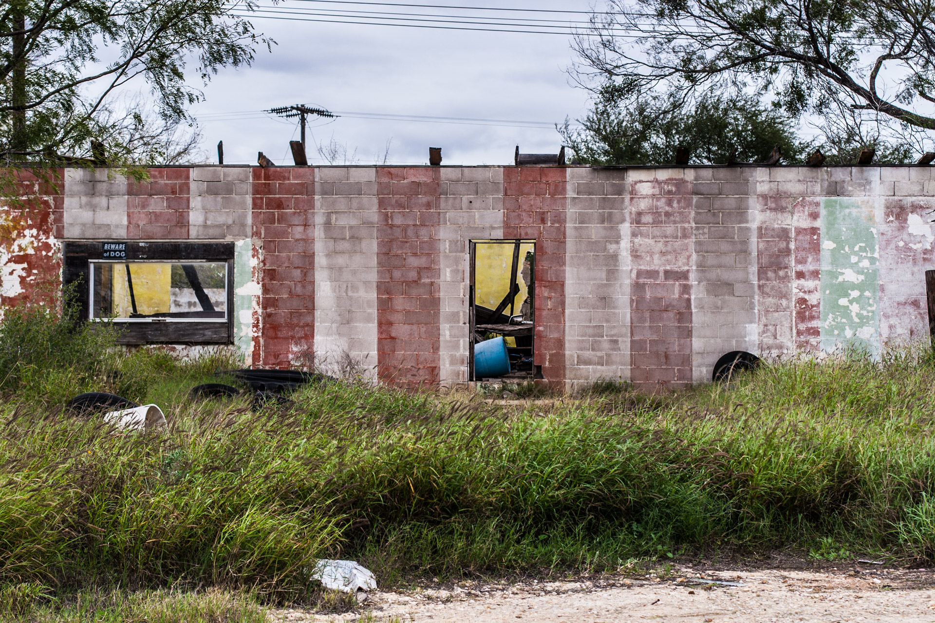 Pearsall, Texas - A Ruin, A Trailer, And Some Tires (ruin mid)