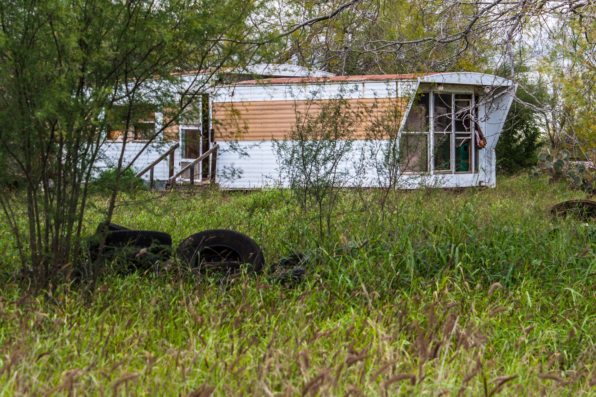 Pearsall, Texas - A Ruin, A Trailer, And Some Tires (trailer close)