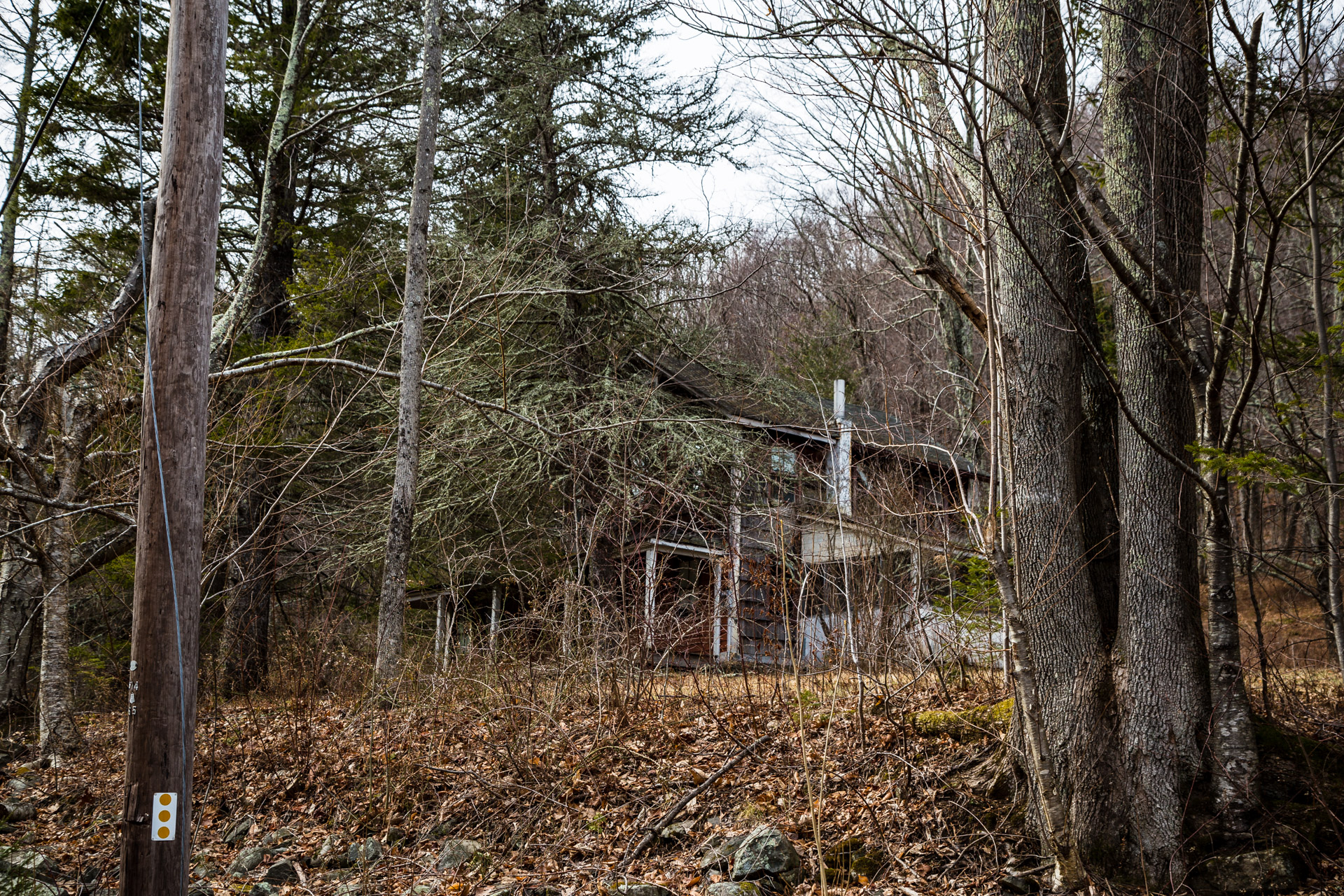 Hidden Catskills House (right side mid)