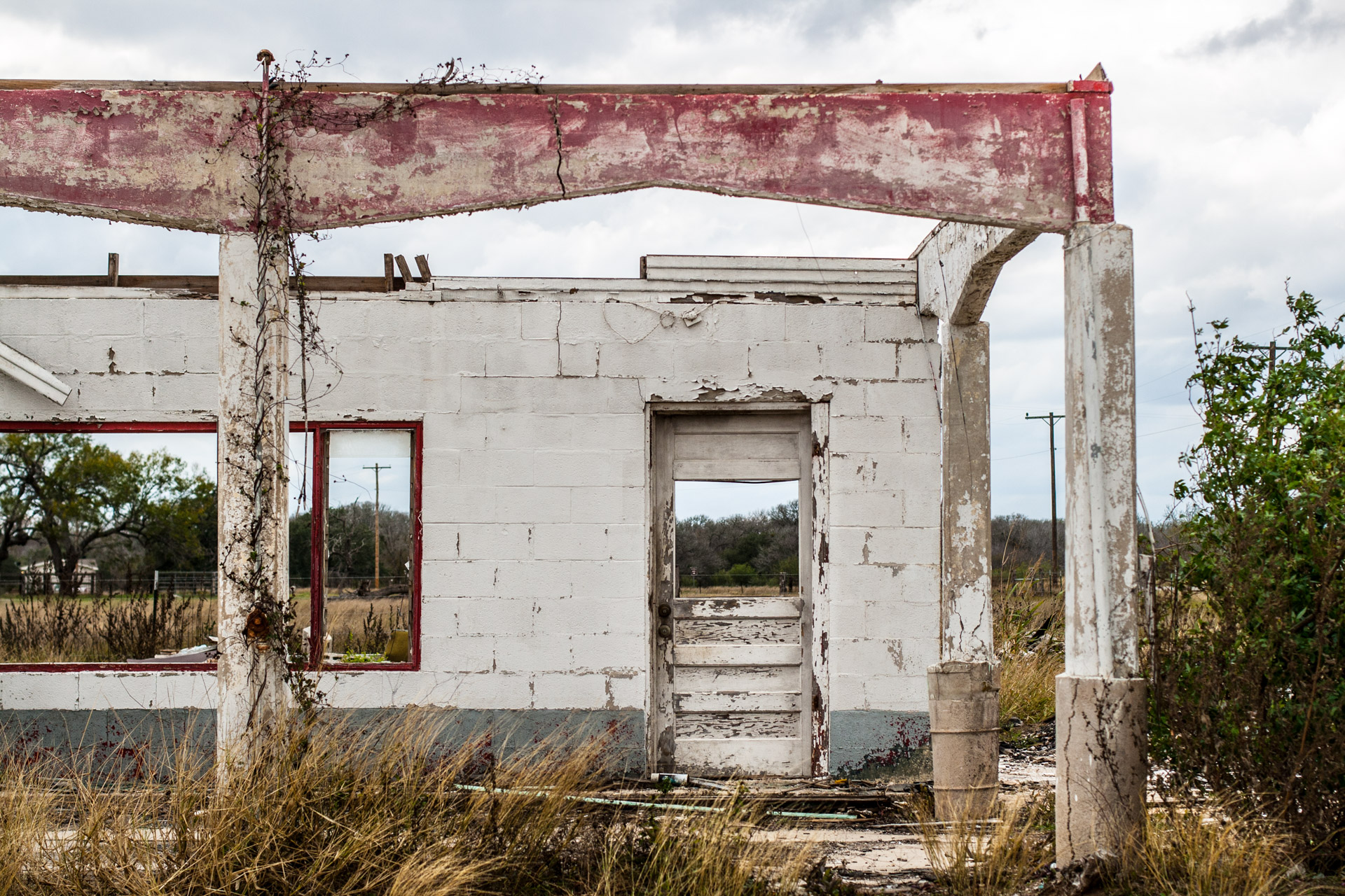Gillett, Texas - One Wall Ruin (front door)