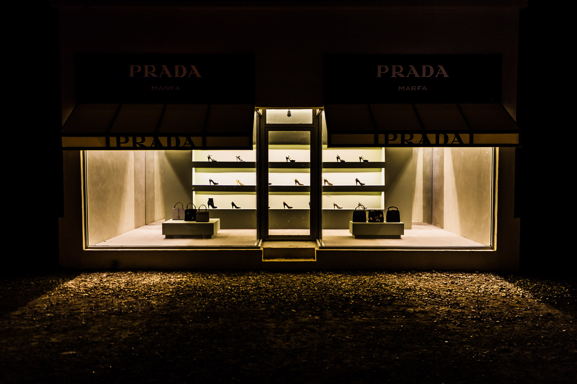 Prada Marfa (front close)