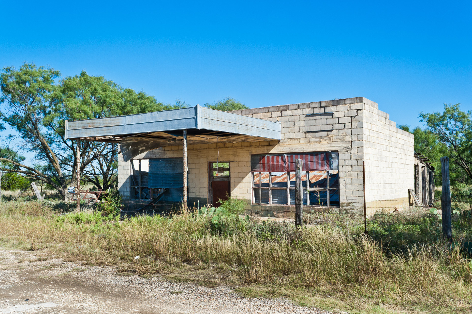 Talpa, Texas - The Falling Tin Store (side far)