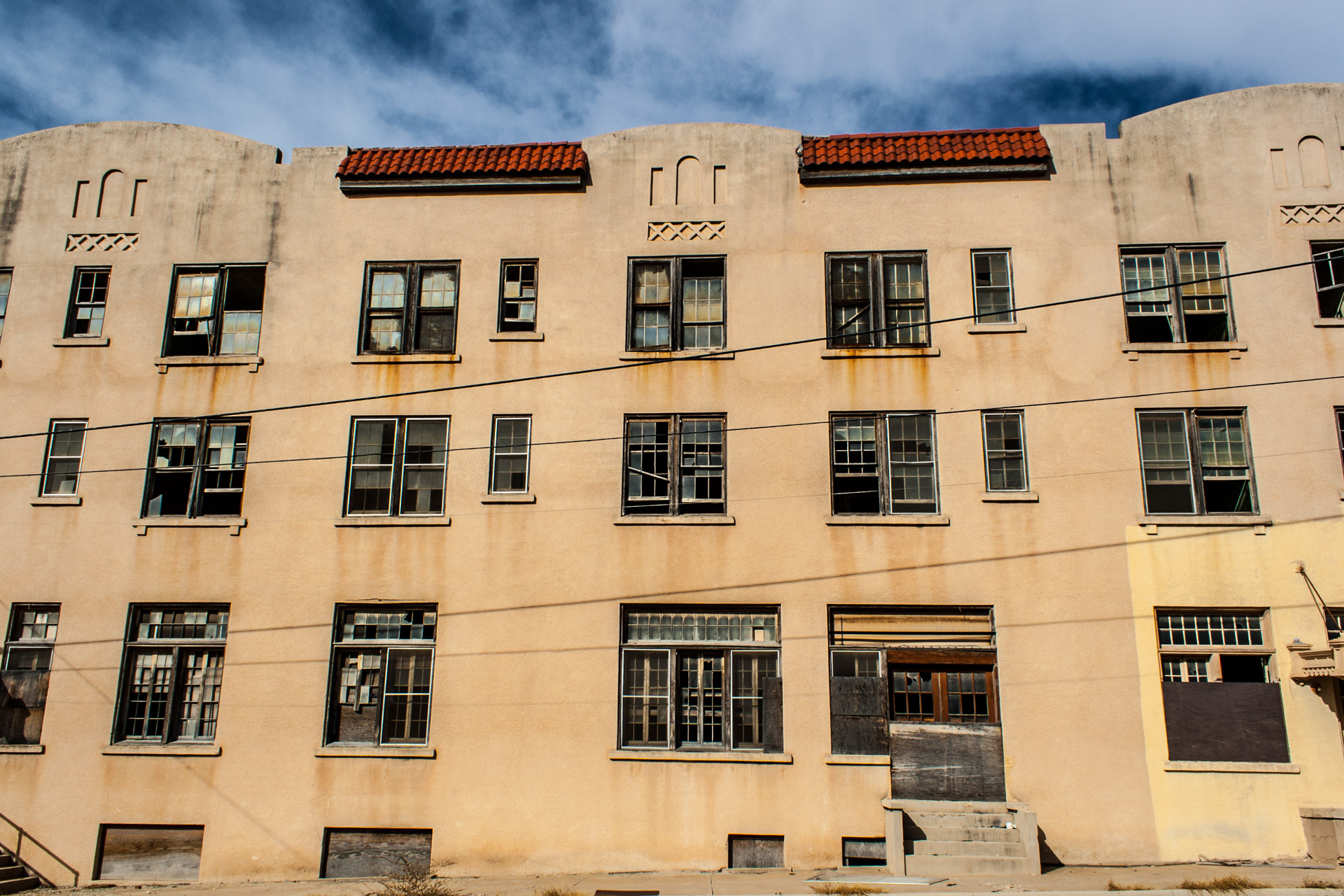 Ozona, Texas - The Hotel Ozona (side mid)