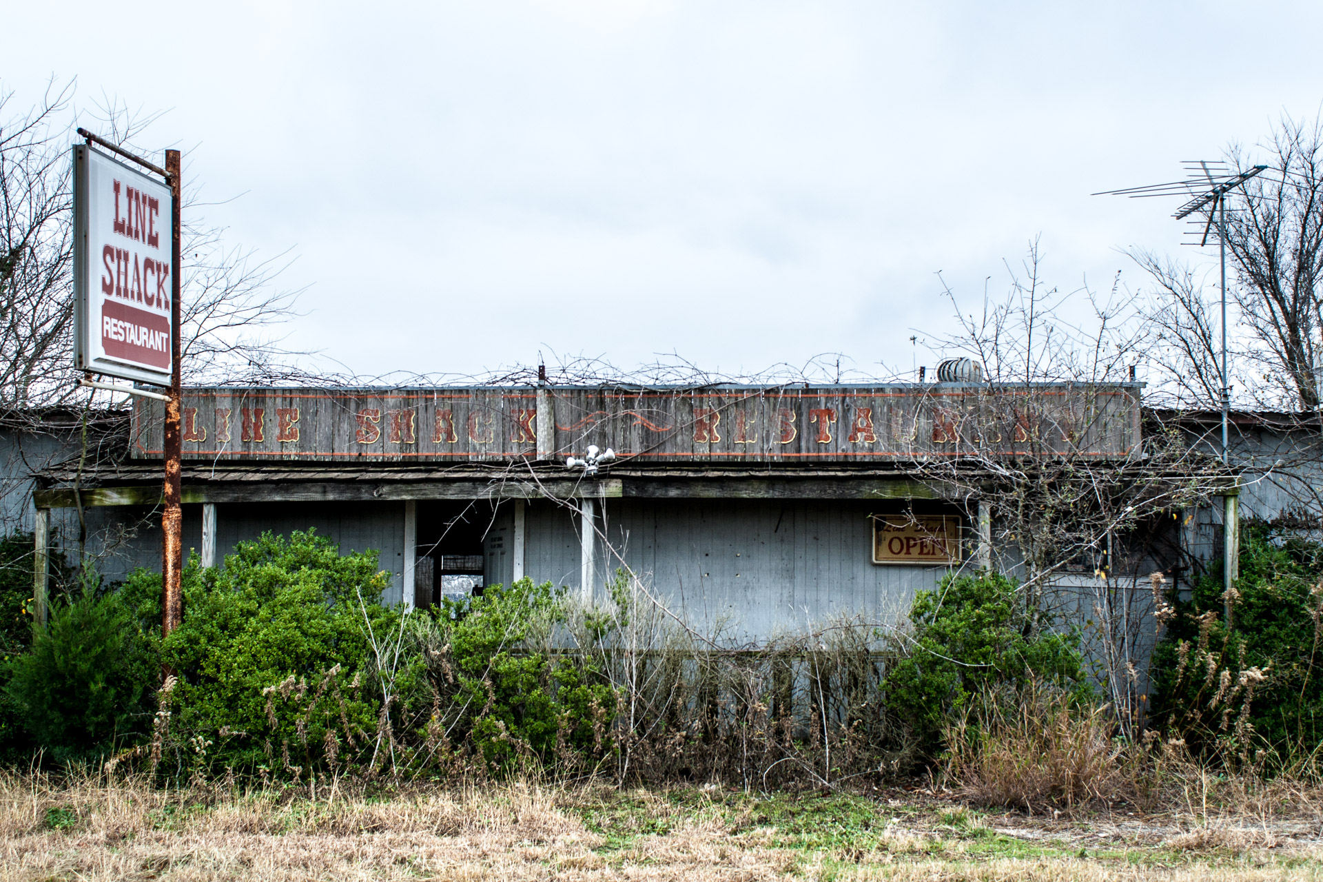 Buckholts, Texas - The Line Shack Restaurant (front close)