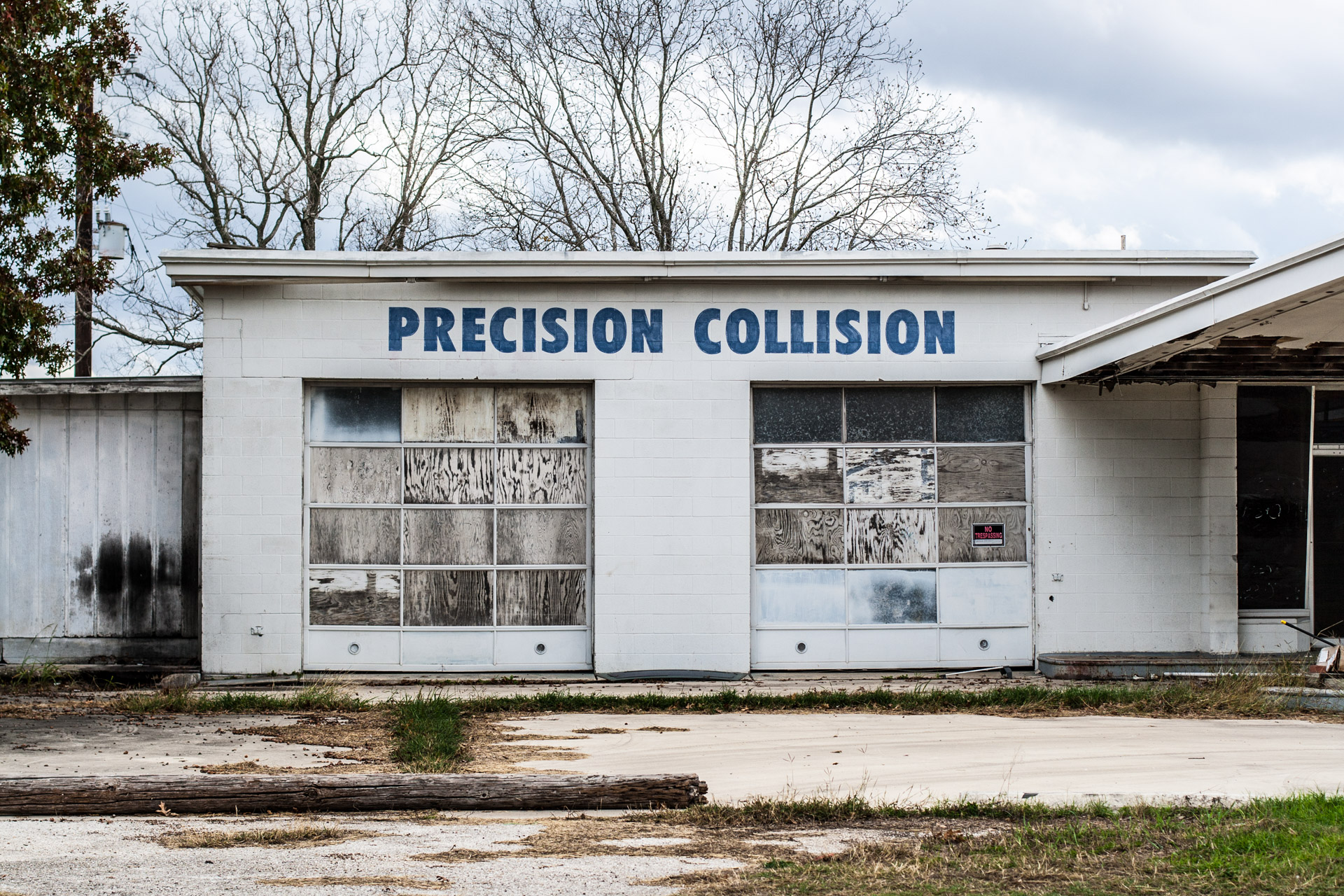 Seguin, Texas - The Precision Collision Shop (front close)