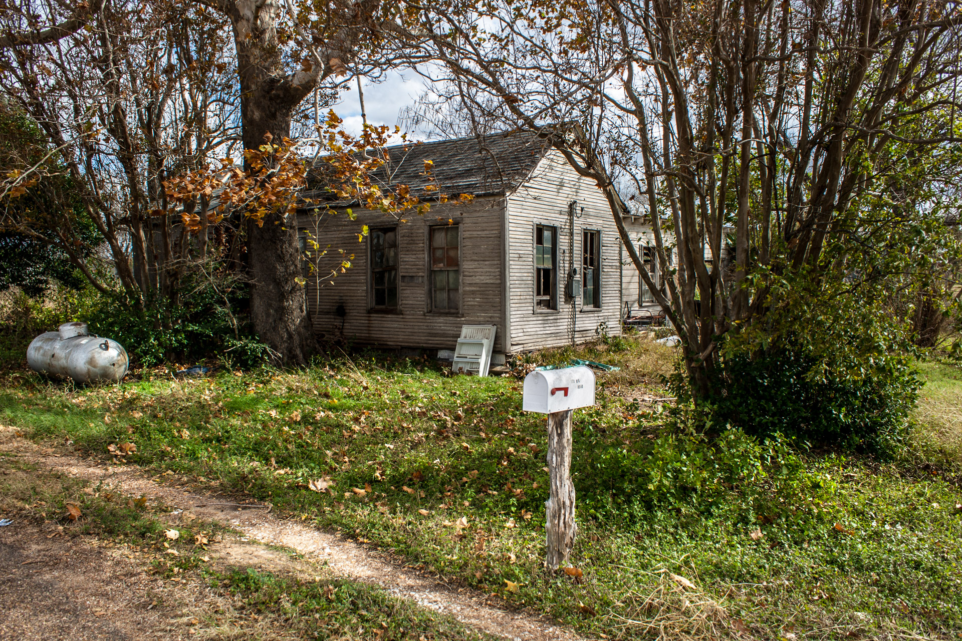 Smithville, Texas - The Sagging Middle House (angle far)