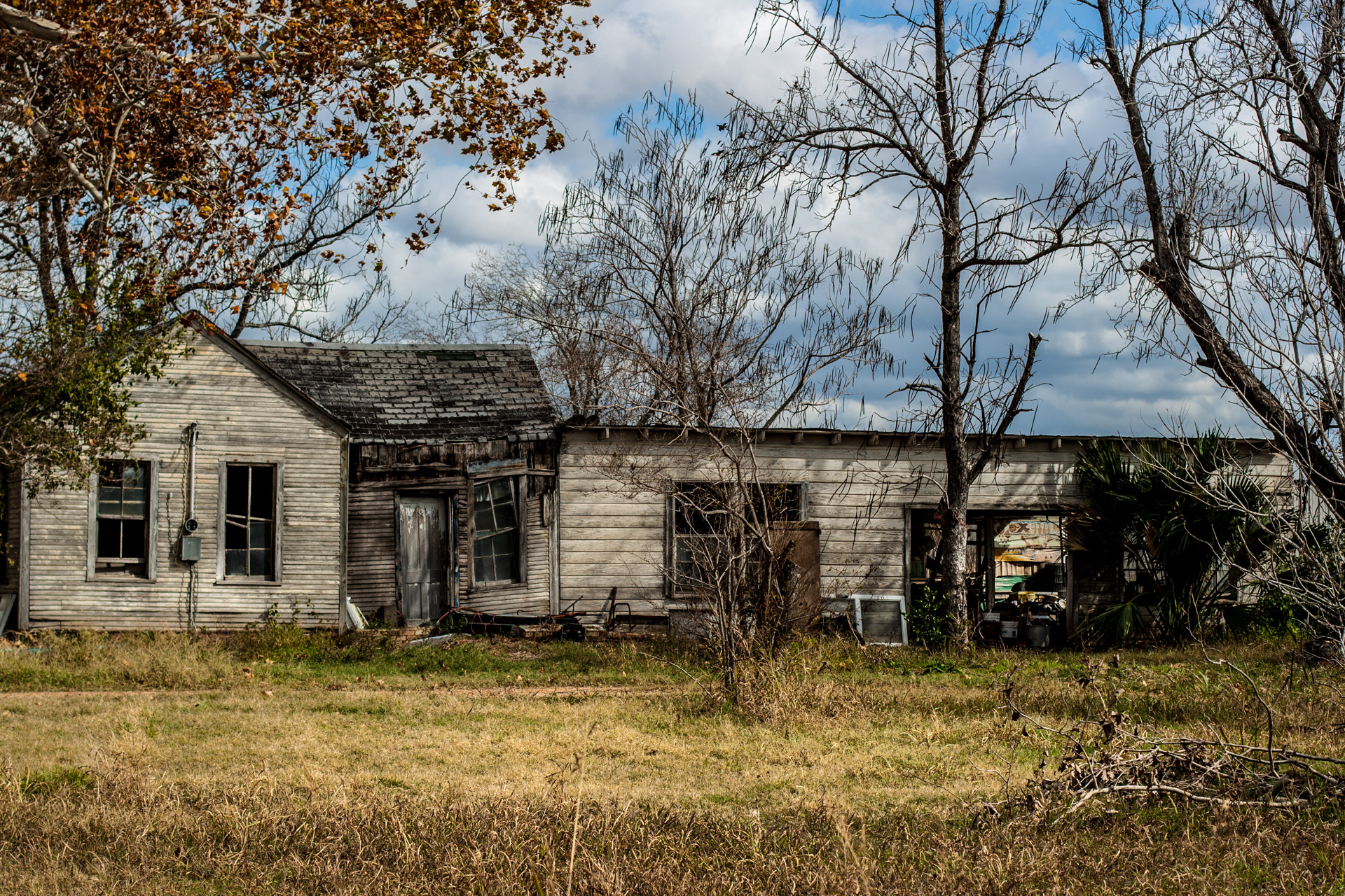 Smithville, Texas - The Sagging Middle House (front mid)