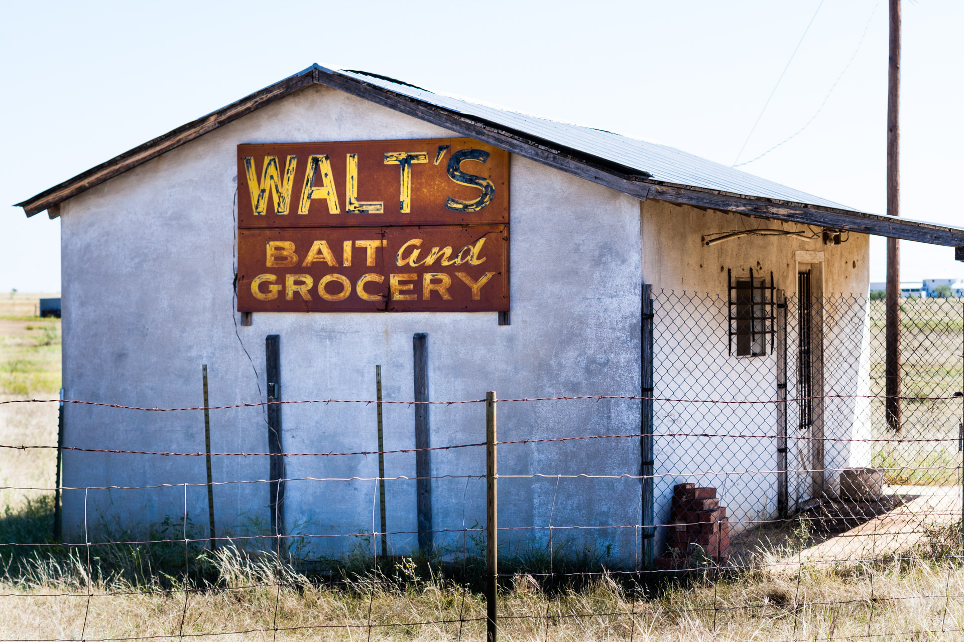 Coleman, Texas - Walt's Bait and Grocery (side close)