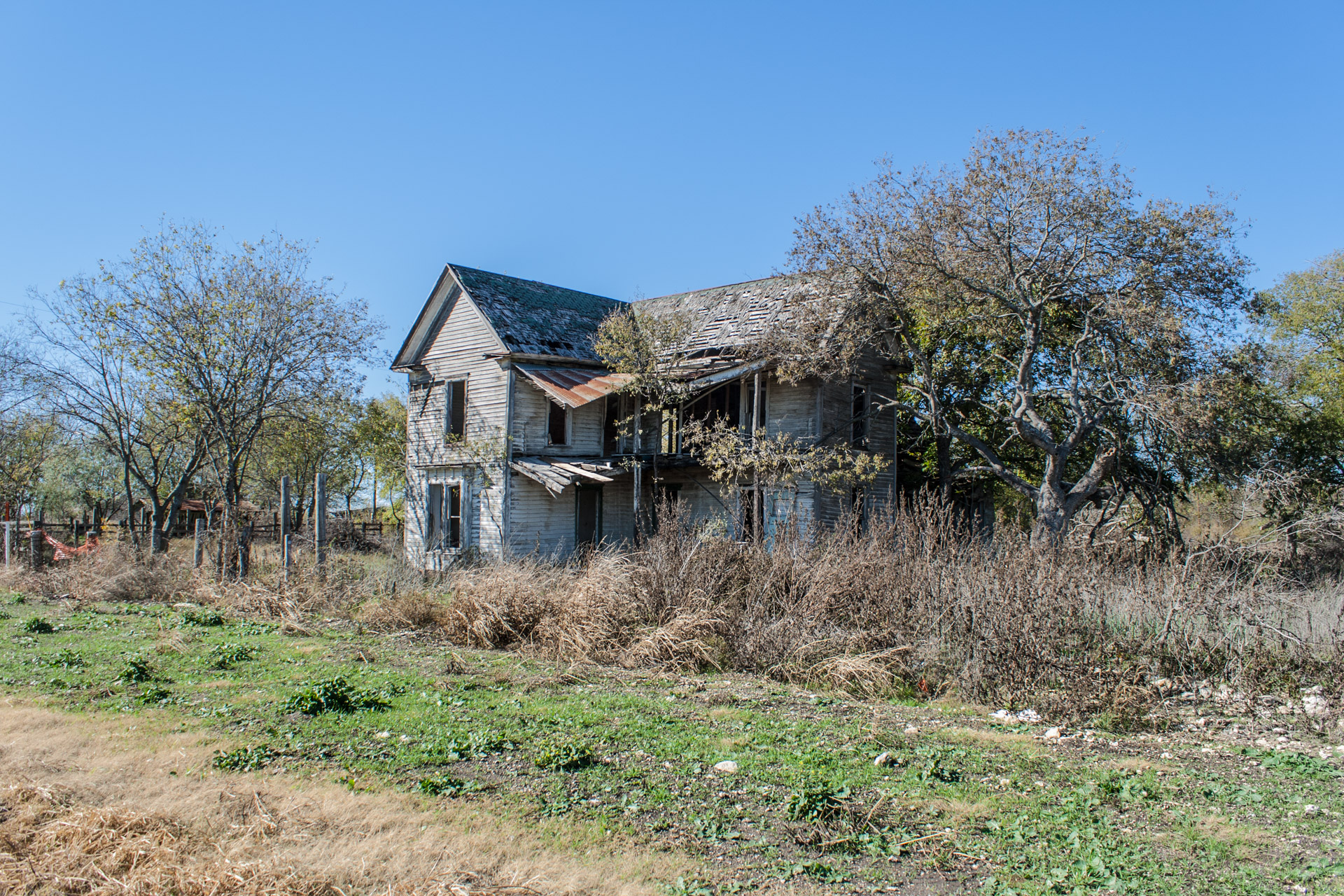 Bruceville-Eddy, Texas - Wide Open Two Story House (angle far)