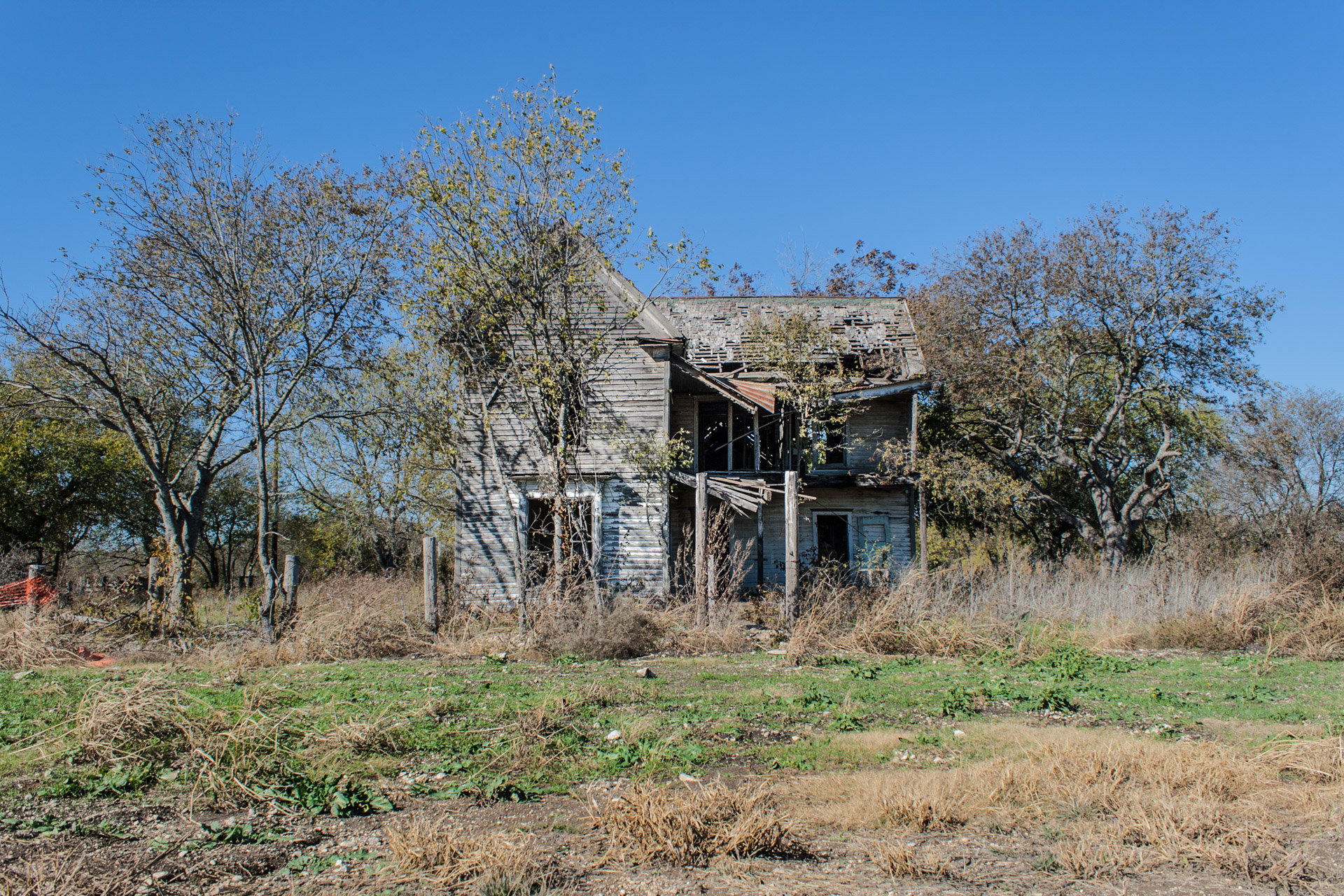 Bruceville-Eddy, Texas - Wide Open Two Story House (front far)