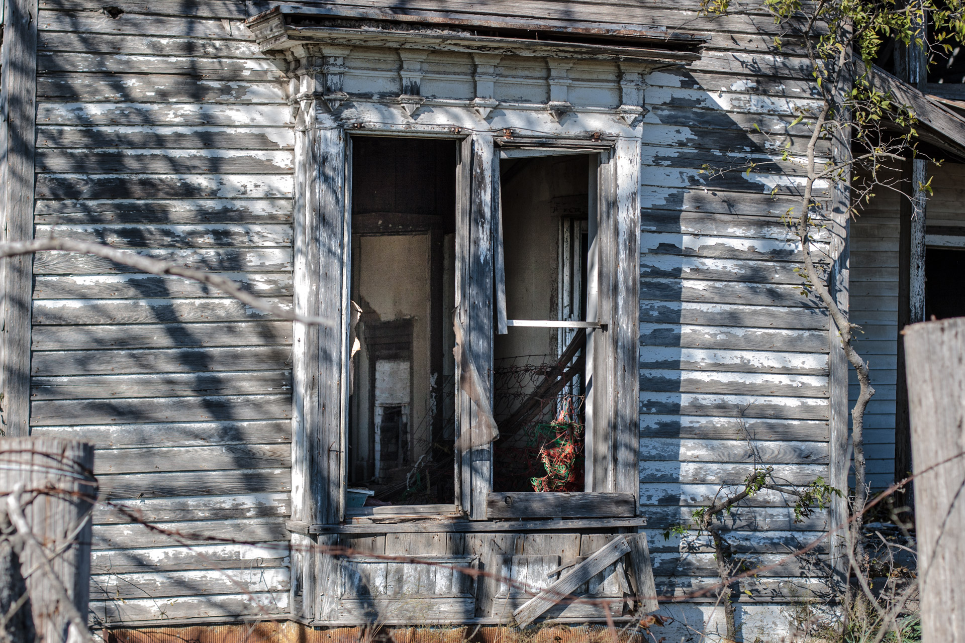 Bruceville-Eddy, Texas - Wide Open Two Story House (window close)